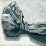 Bolsa de papel dibujada con lápiz de grafito sobre papel con base de carboncillo por Analía Zárate