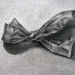 Bolsa de papel dibujada con lápiz de grafito sobre papel con base de carboncillo por Conxita Balcells