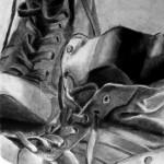Zapatos dibujados con carboncillo y carbón prensado sobre papel por Elena garreta
