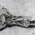 Bolsa de papel dibujada con lápiz de grafito sobre papel con base de carboncillo por Gregorio Albacar